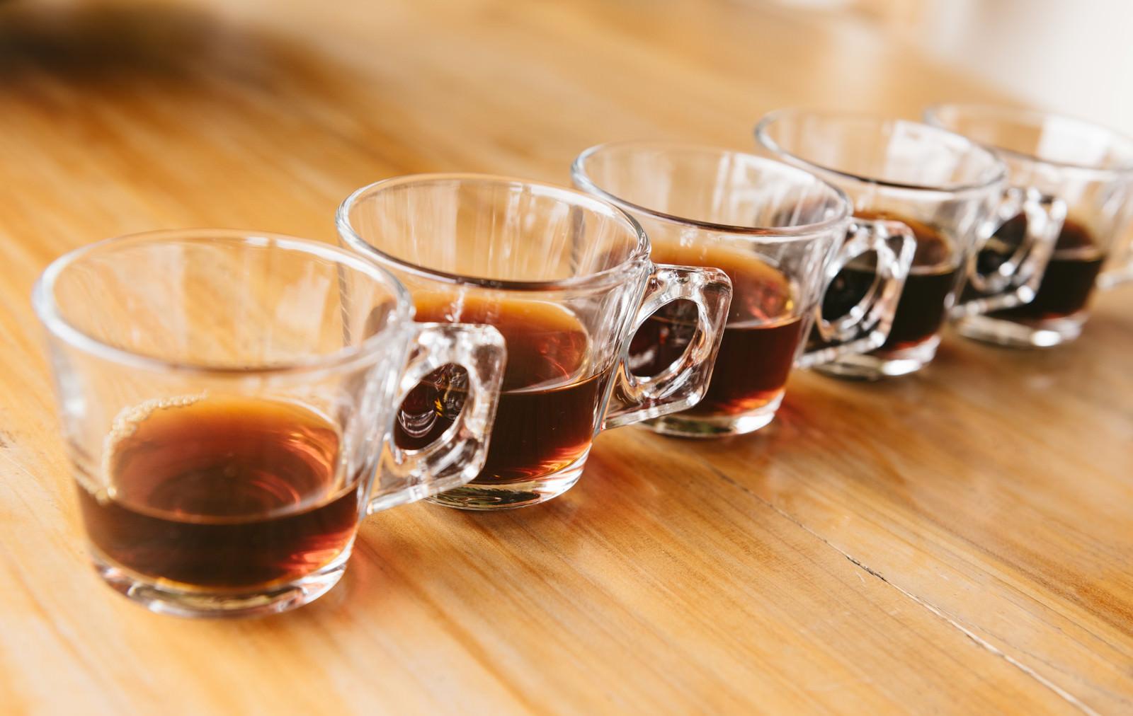 「並べられたグラスとティー並べられたグラスとティー」のフリー写真素材を拡大