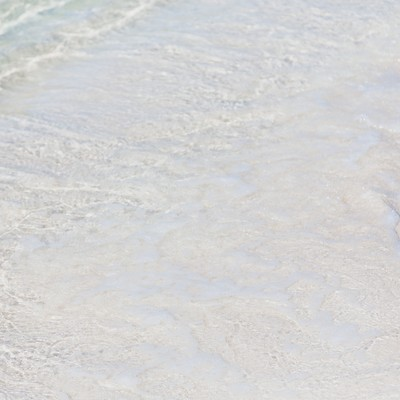 「押し寄せる波」の写真素材