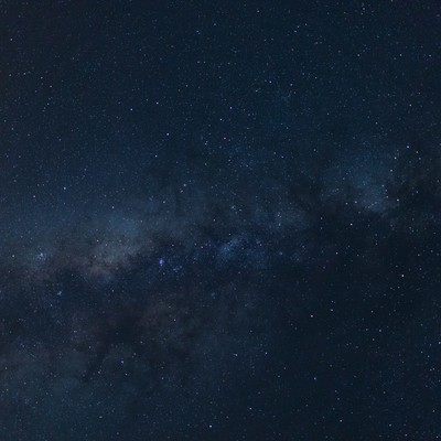 「手を伸ばせばつかめそうな宮古島の星空(天の川)」の写真素材