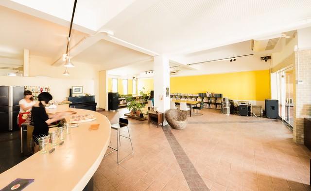 電源・Wi-Fiなど各種設備が充実した宮古島のコワーキングカフェの写真