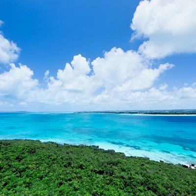 「吸い込まれるような宮古島の海と雲」の写真素材