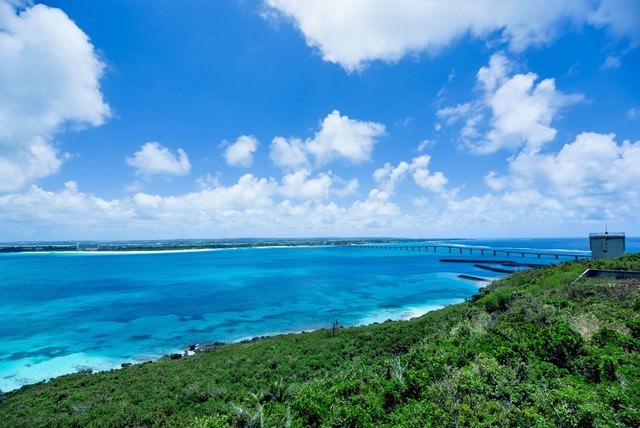 「来間島の竜宮城展望台から見える景色」のフリー写真素材