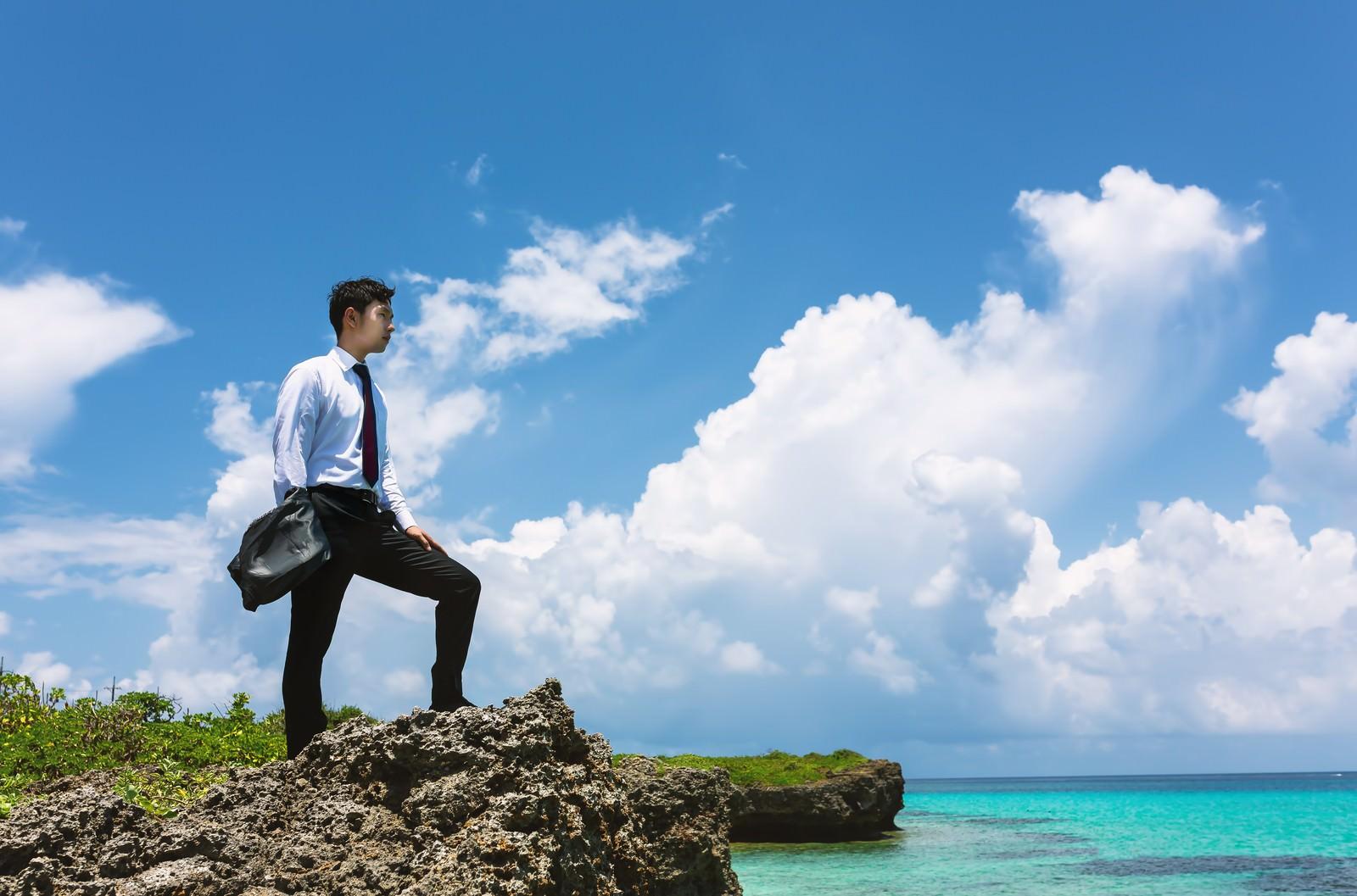「大規模案件を終わらせに南の島にやってきたプロジェクトリーダー大規模案件を終わらせに南の島にやってきたプロジェクトリーダー」のフリー写真素材を拡大