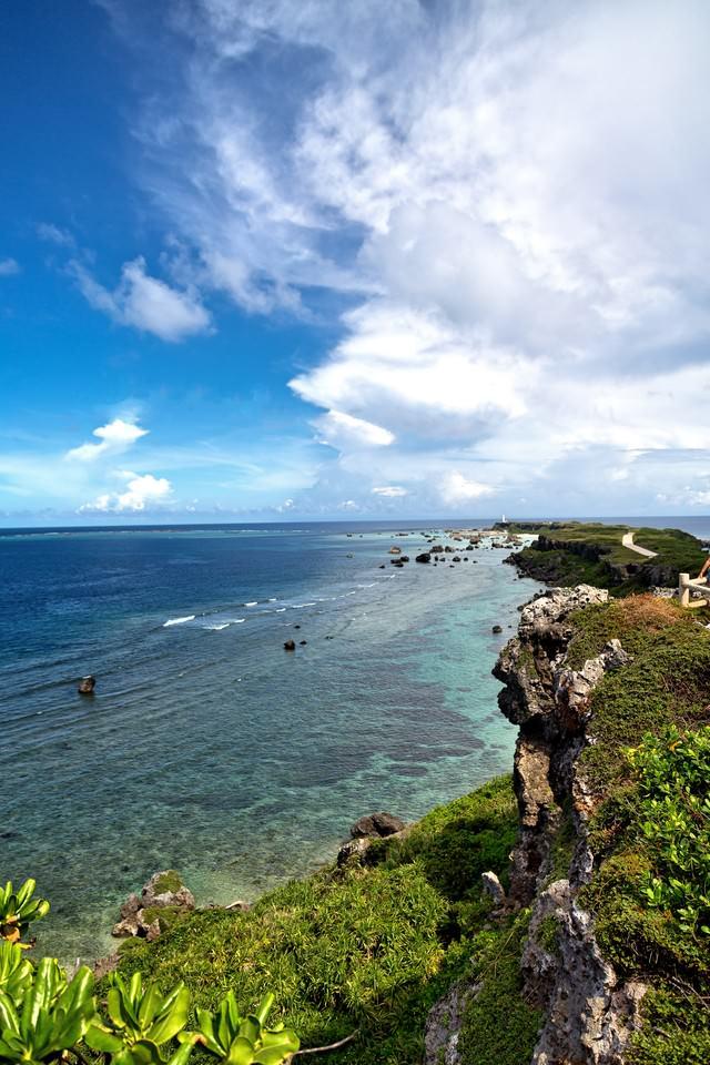 東平安名崎の崖の写真