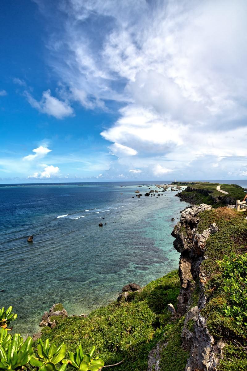 「東平安名崎の崖」の写真