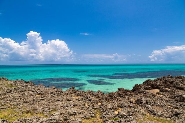 池間島の青い海の写真