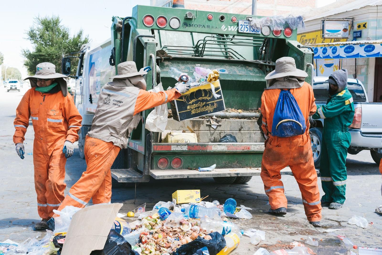 「ボリビアのゴミ収集の様子」の写真