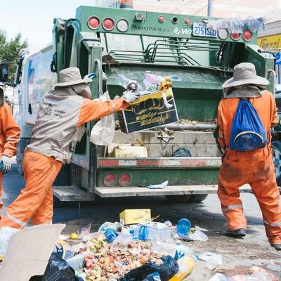 「ボリビアのゴミ収集の様子」の写真素材