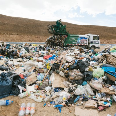 「ゴミの埋立地(ウユニ市)」の写真素材