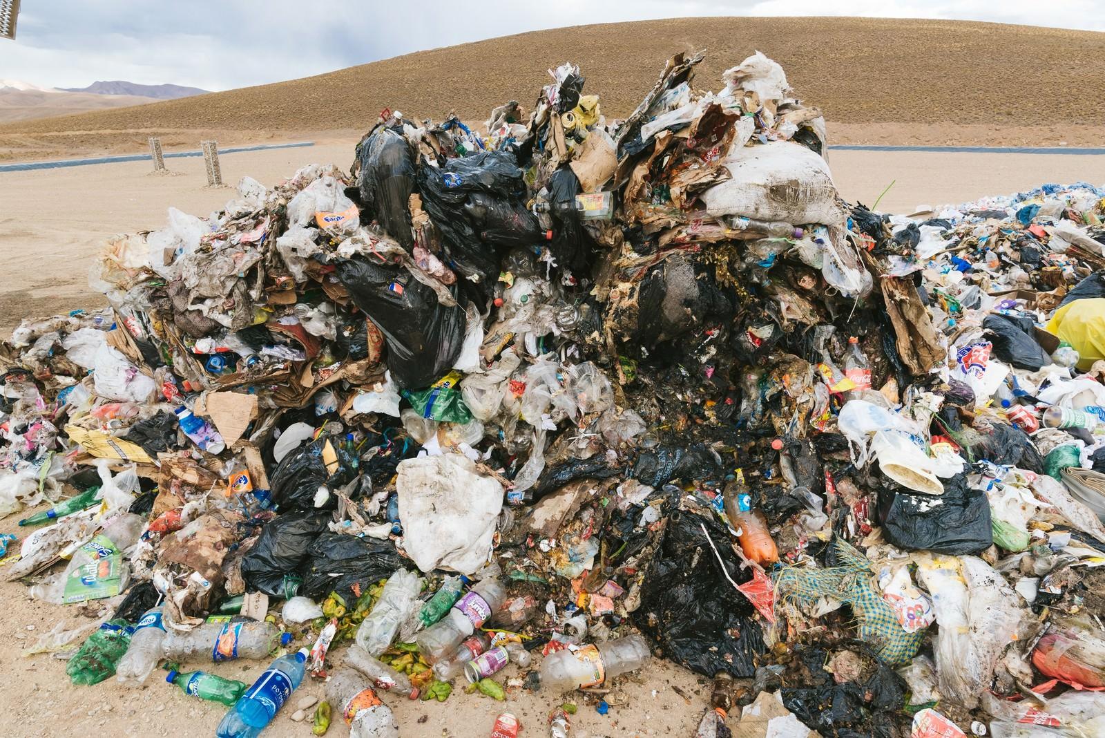 「環境汚染が問題の南米のゴミ事情(閲覧注意)」の写真