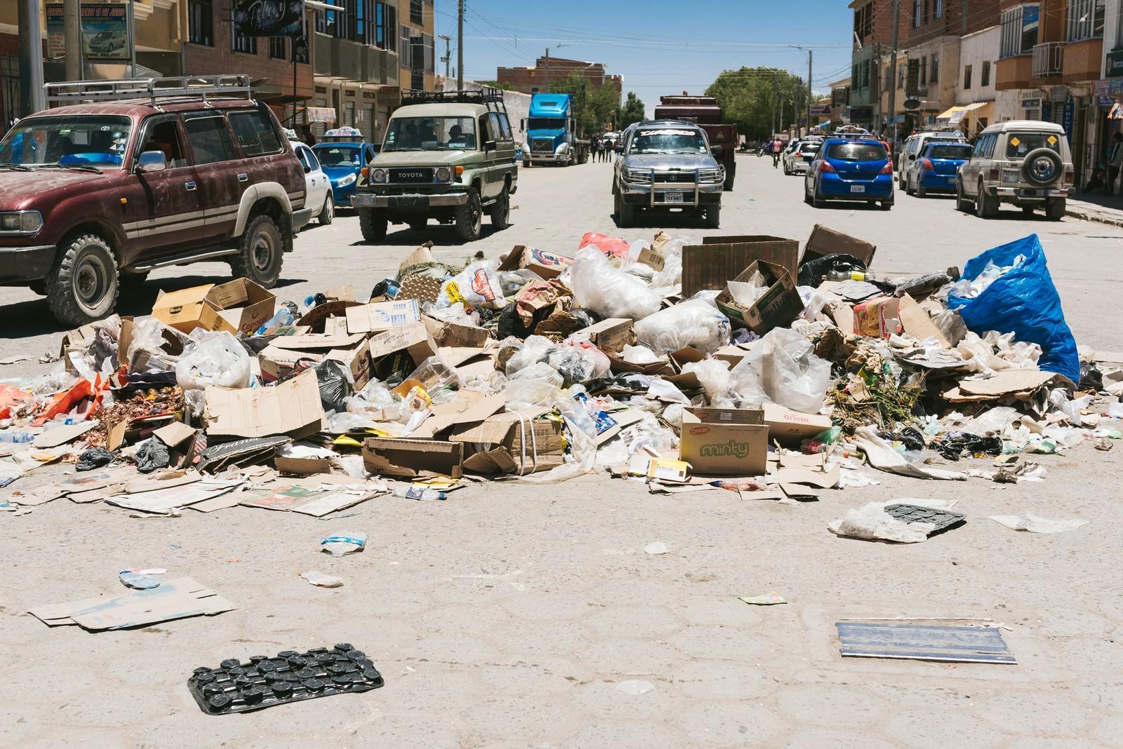 「ウユニ市内の廃棄物問題」の写真