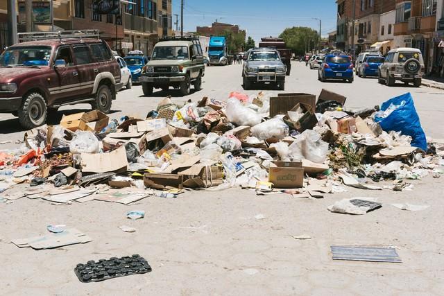 ウユニ市内の廃棄物問題の写真