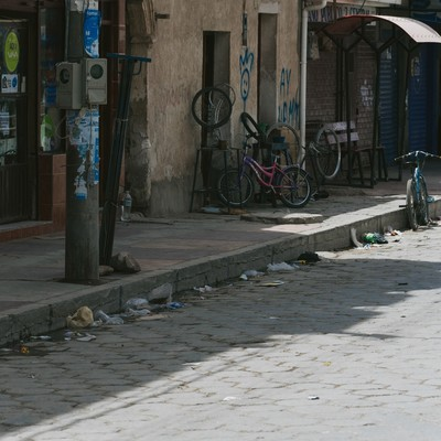 「路肩にもゴミ(ウユニ市街地)」の写真素材