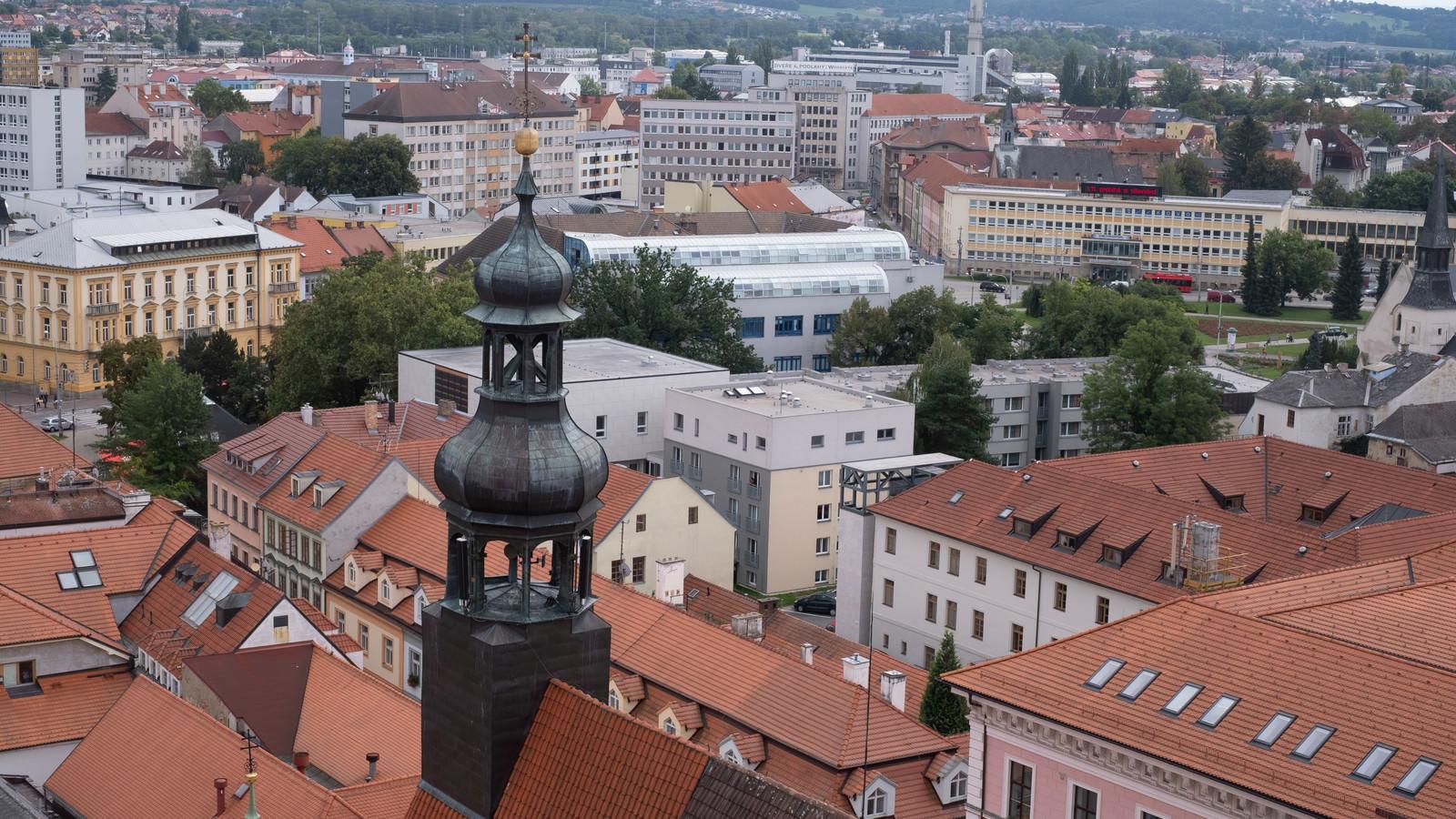 「赤茶色の屋根と街並み(チェコ共和国・ブドヴァル)」の写真