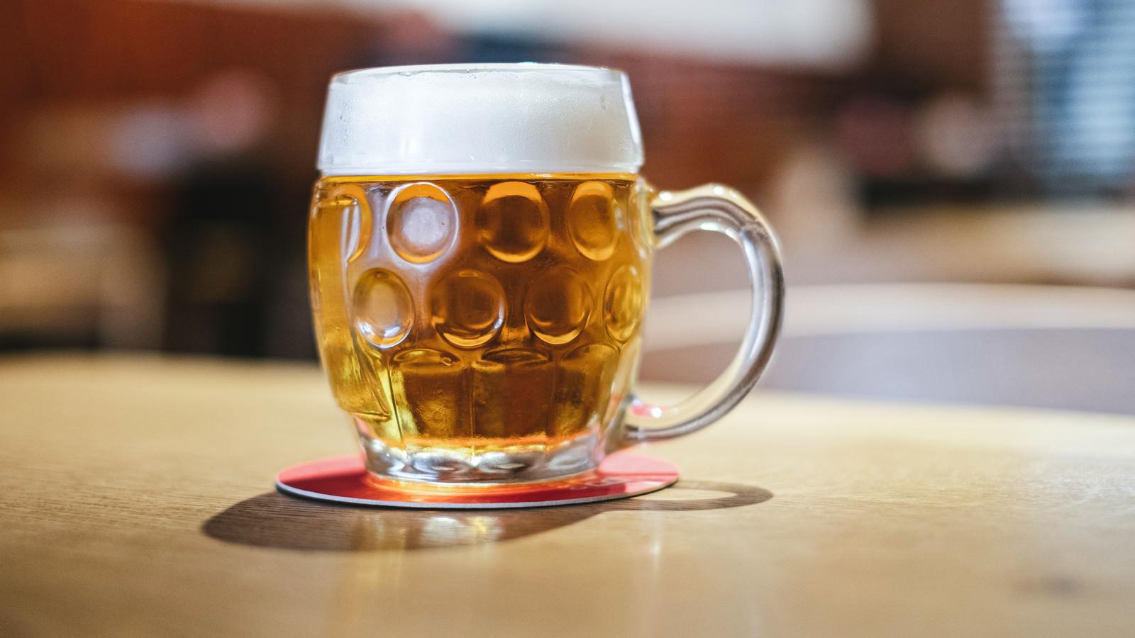 「黄金色のビール(チェコ共和国・ブドヴァル)」の写真