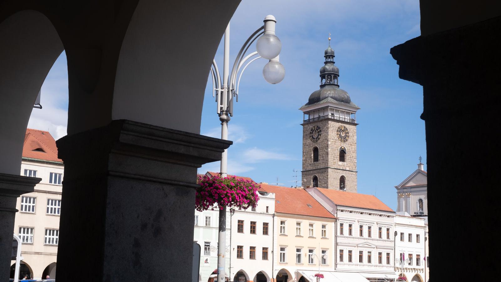 「チェスケーブジェヨヴィツェ広場にある時計台(ブドヴァル)」の写真