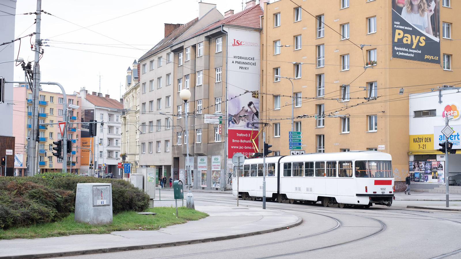 「ブルノ市街を走るトラム(チェコ共和国)」の写真
