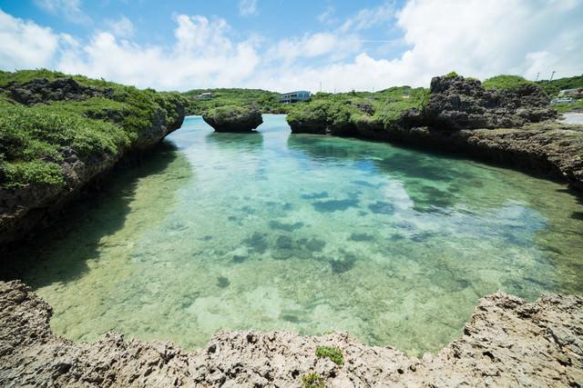泳ぎやすそうな海岸(沖縄)の写真