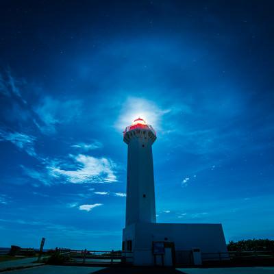 「平安名埼灯台と夜景」の写真素材