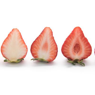 品種が違う苺の断面の写真