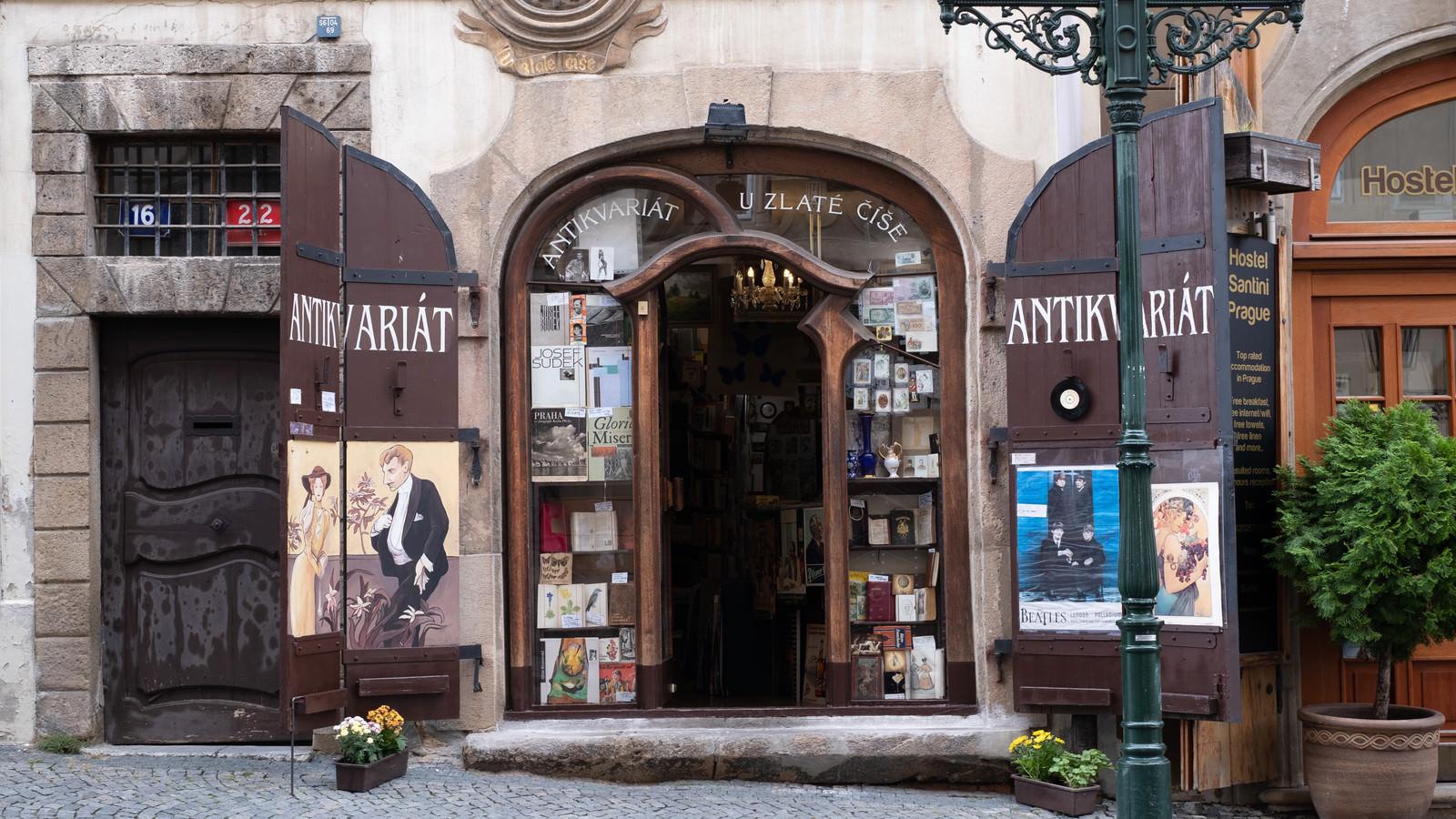 「プラハの雑貨屋(チェコ共和国)」の写真