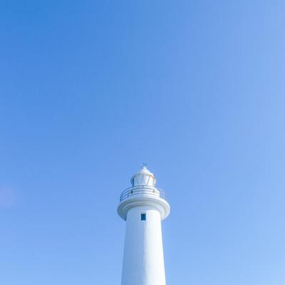 青空と灯台の写真