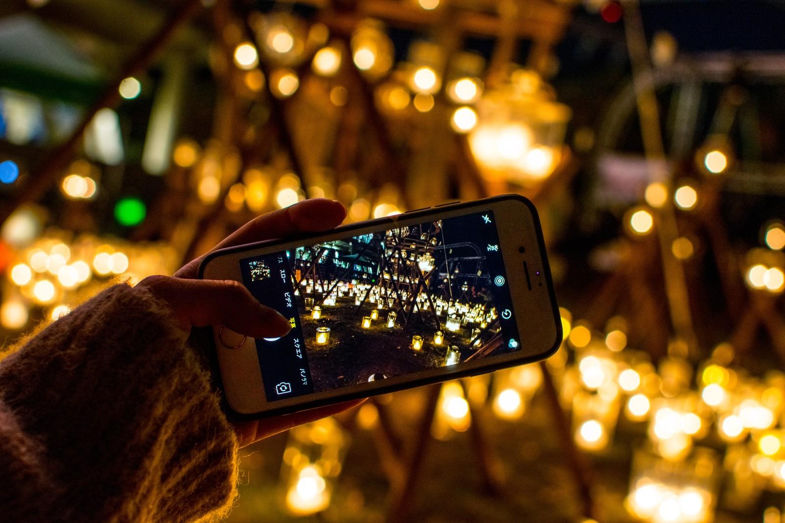 「ライトアップをスマホで撮影」の写真