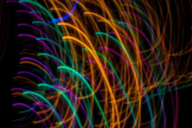 カラフルな光跡の写真