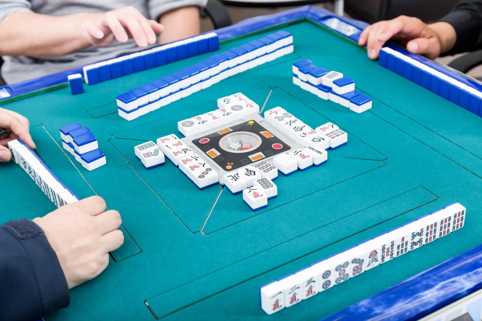 「日常的な麻雀対局の画像日常的な麻雀対局の画像」のフリー写真素材を拡大