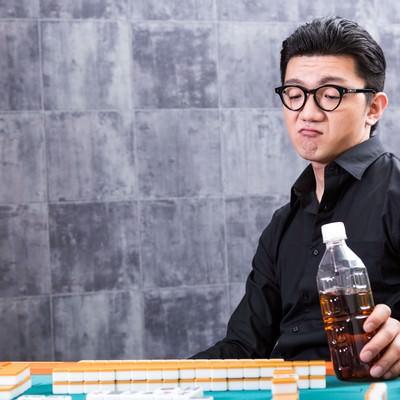 「麻雀マナー:飲み物を卓上に置かないでください」の写真素材