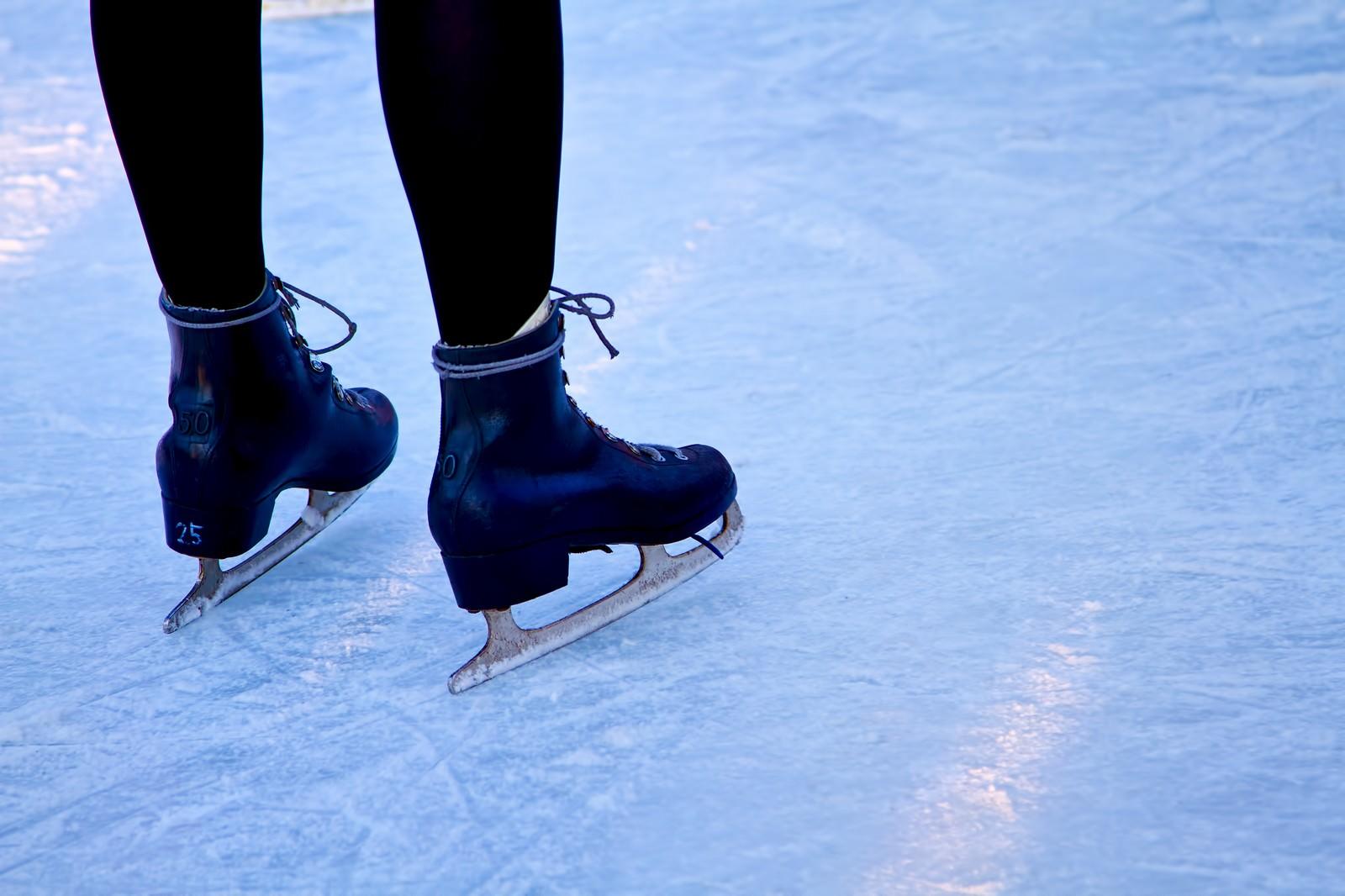 「アイススケートと足アイススケートと足」のフリー写真素材を拡大