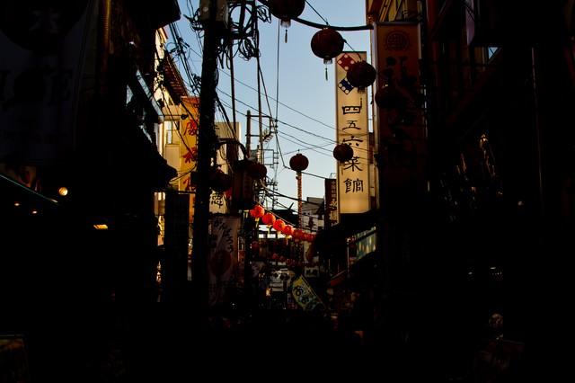 横浜中華街の路地裏の写真
