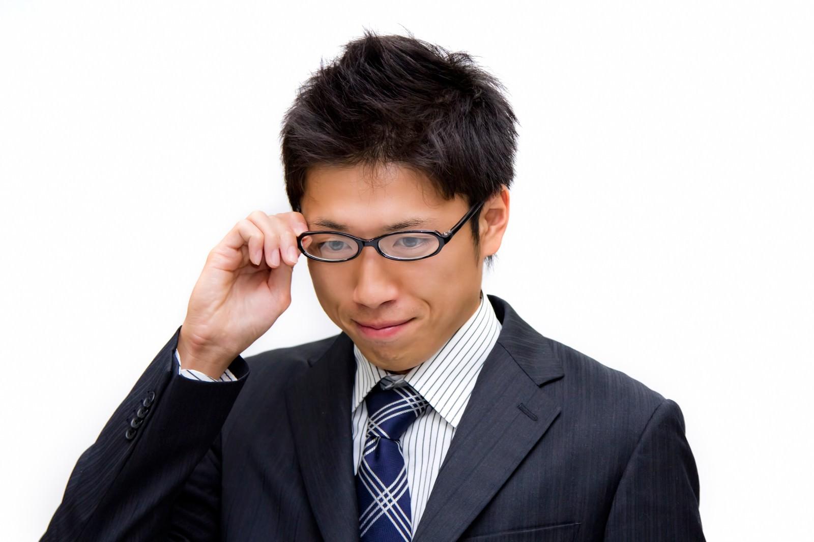 「眼鏡をかける男性」の写真[モデル:恭平]