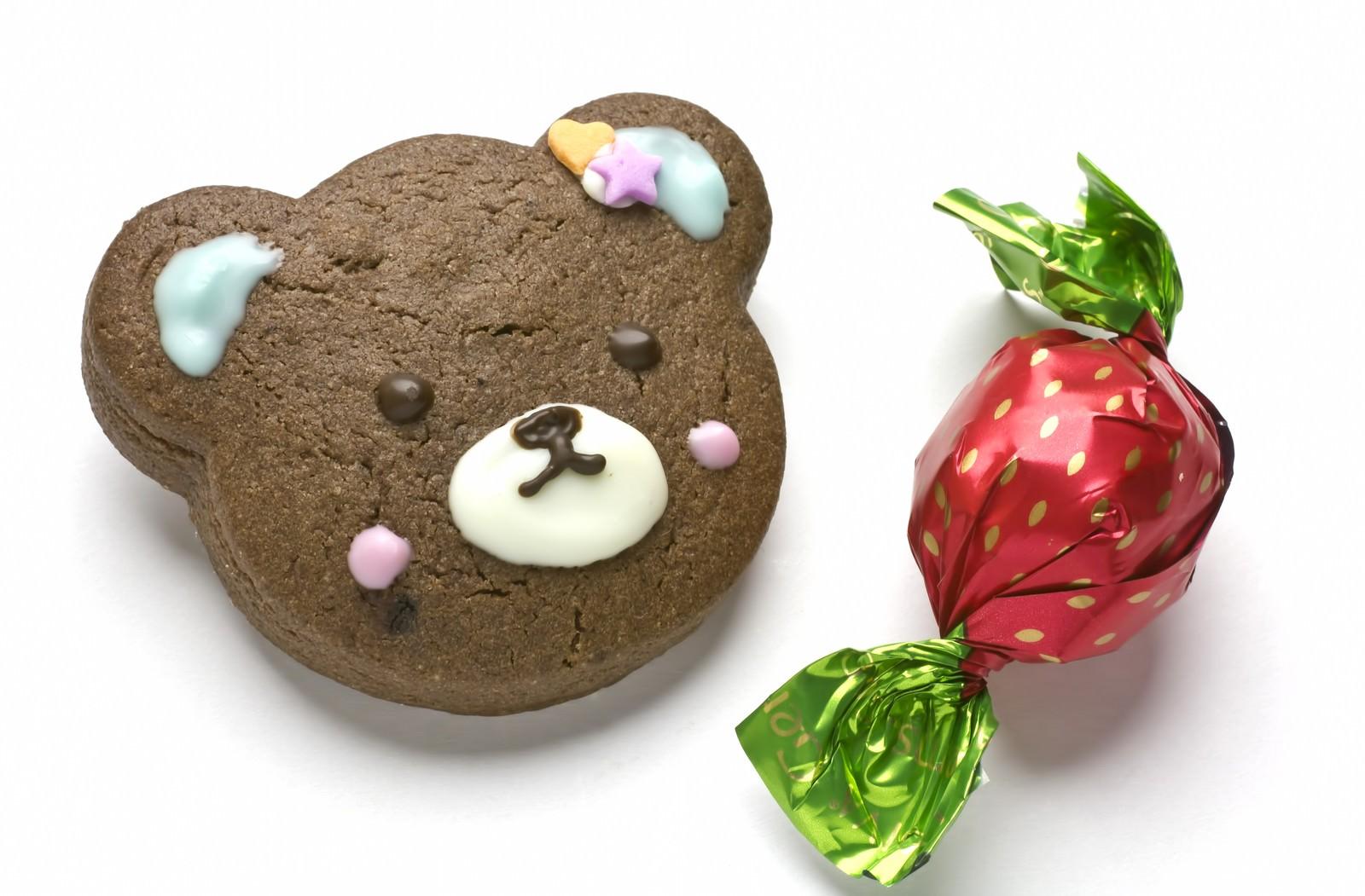 「バレンタイン用クマのクッキーとチョコレート」の写真