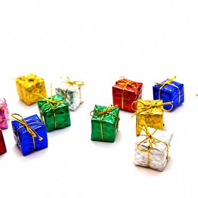 「散らばったプレゼント」の写真素材