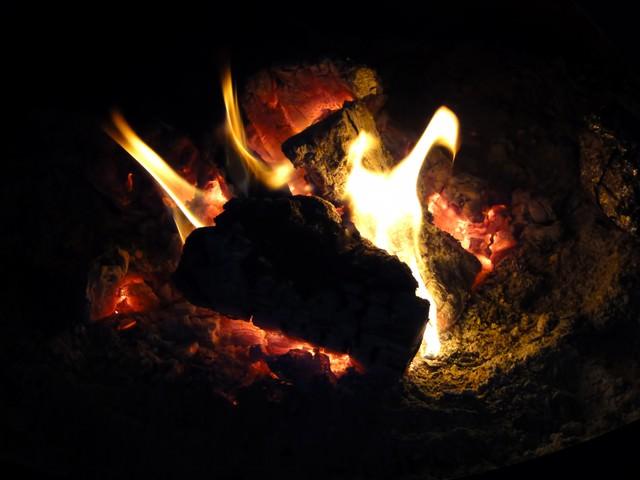 暖炉の火の写真