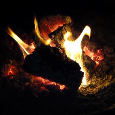 「暖炉の火」の写真素材