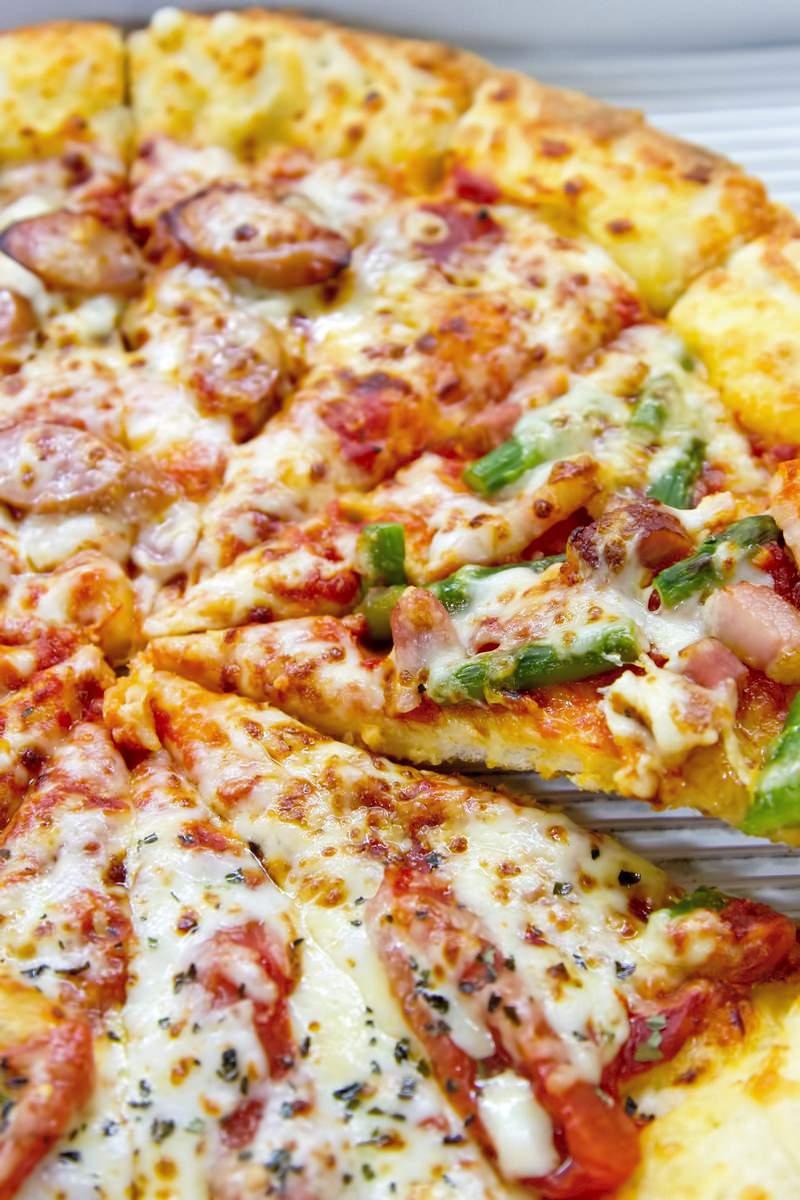 「出来立てピザ」の写真