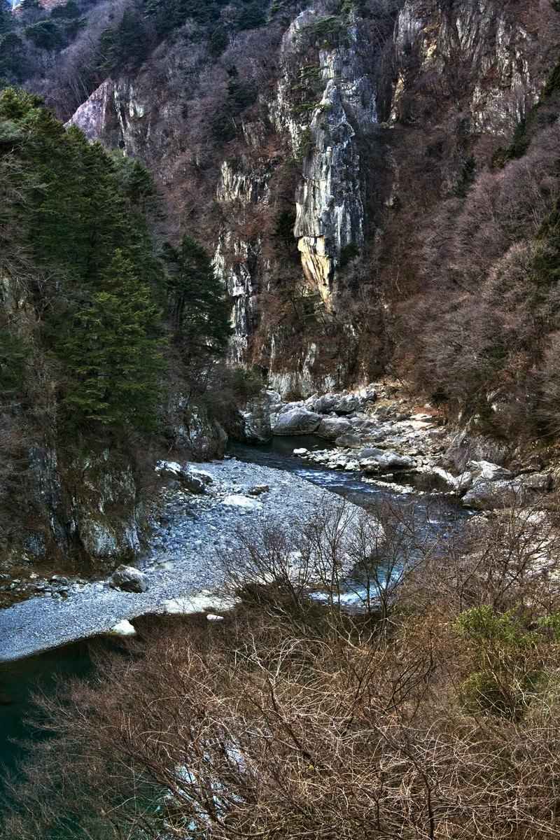 「冬の鬼怒川楯岩(絶壁)」の写真