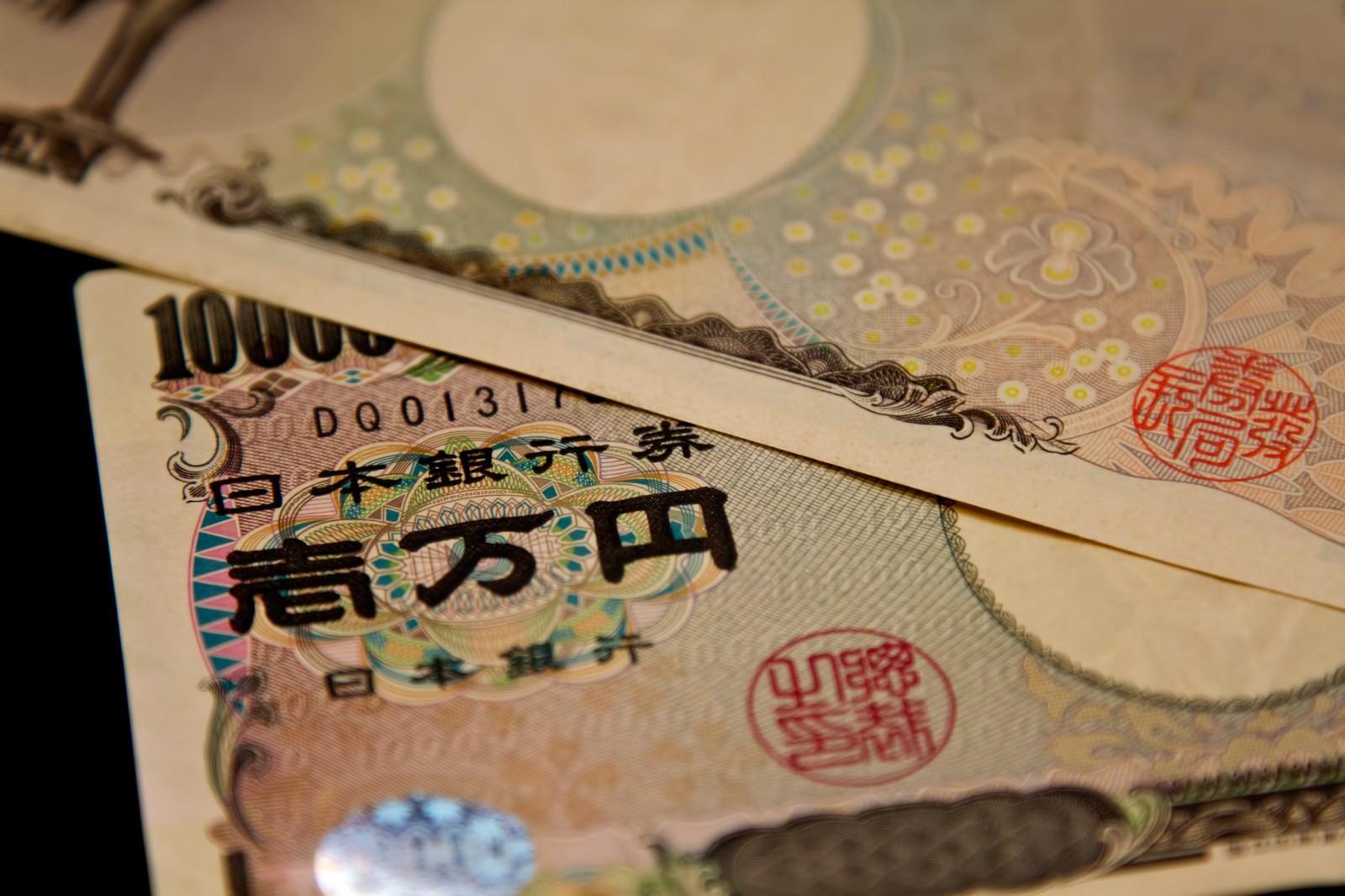 「重ねられた壱万円札(2枚)重ねられた壱万円札(2枚)」のフリー写真素材を拡大