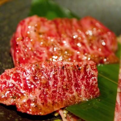 「焼肉用の霜降り肉」の写真素材