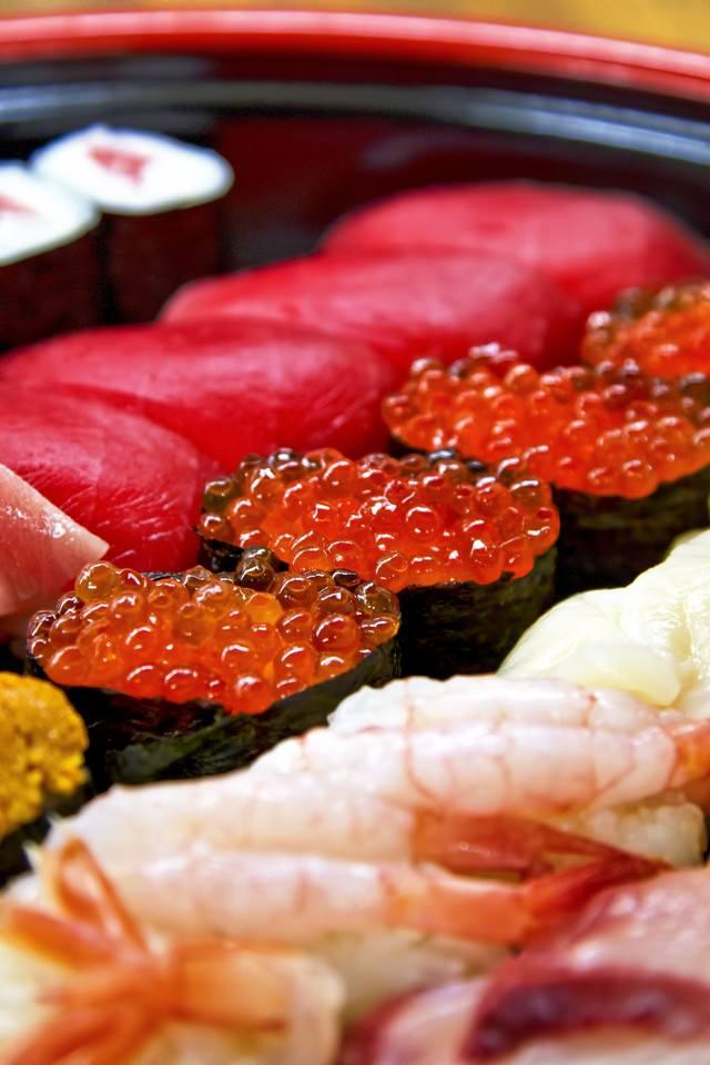 寿司詰め合わせイクラ正面の写真