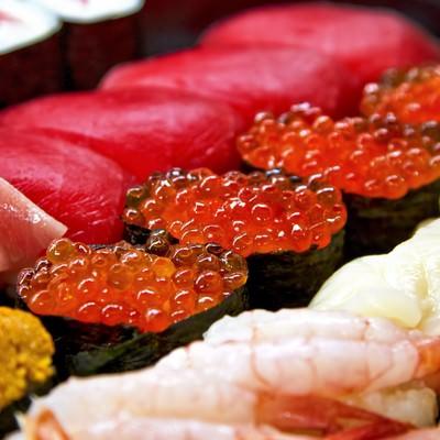 「寿司詰め合わせイクラ正面」の写真素材