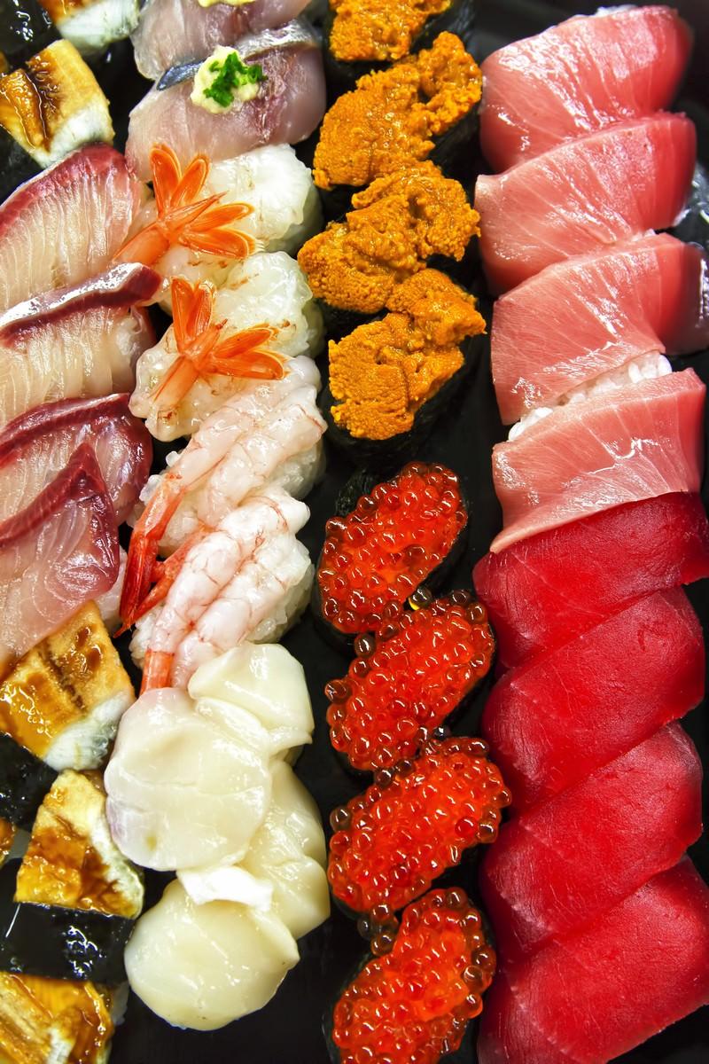 「寿司の詰め合わせ」の写真