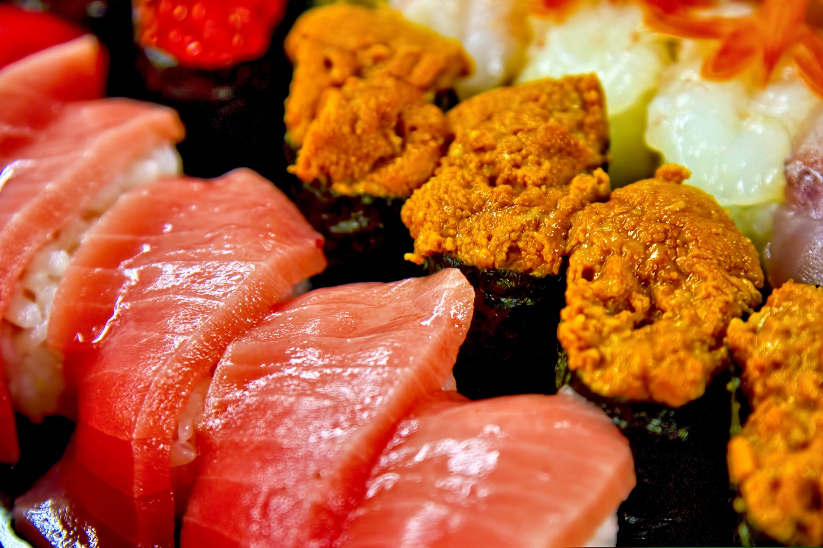 「うにとトロのお寿司うにとトロのお寿司」のフリー写真素材を拡大
