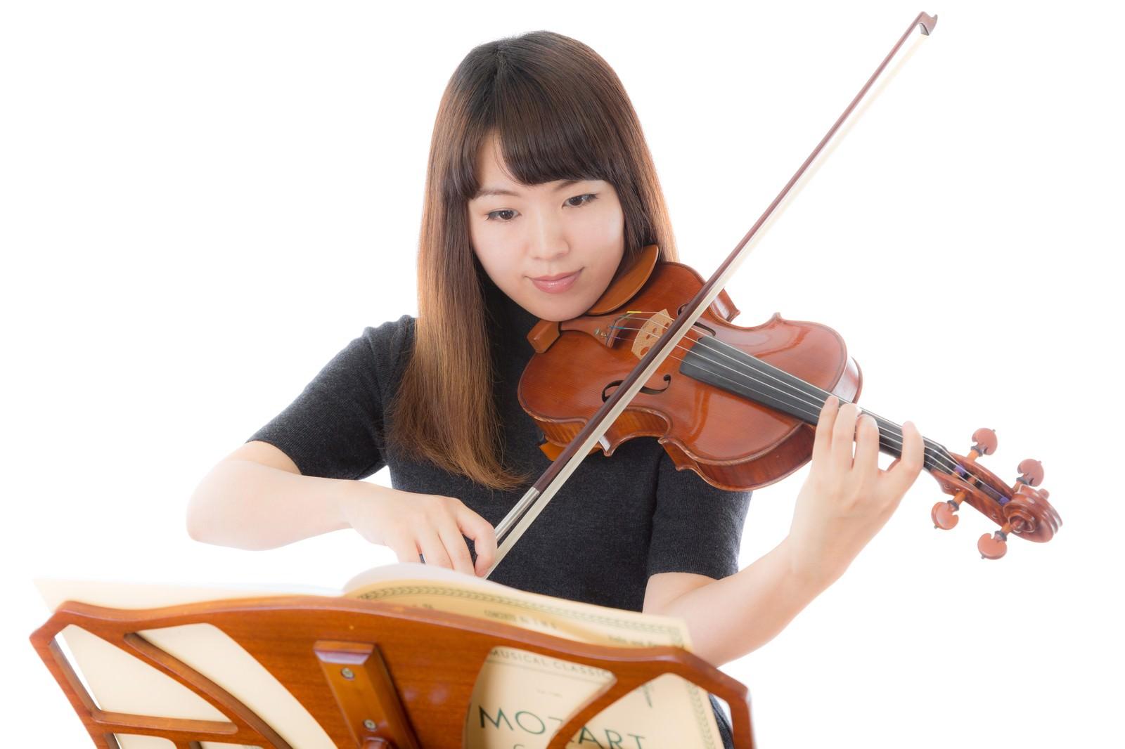「毎日かかさないヴァイオリンの練習」の写真[モデル:yukiko]