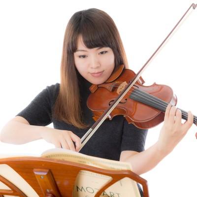 「毎日かかさないヴァイオリンの練習」の写真素材