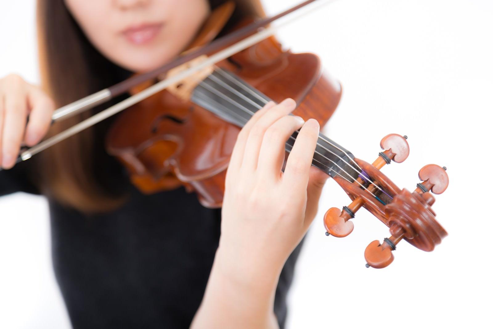 「ヴァイオリン演奏風景」の写真[モデル:yukiko]