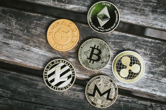 ビットコインとモナコインやイーサリアムなどの写真