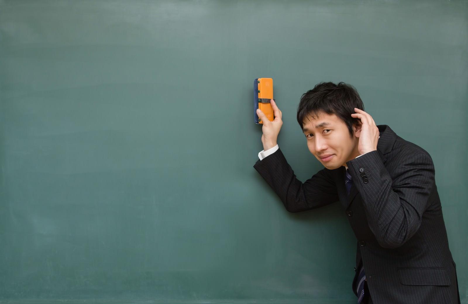 「「すみません!」と謝る講師「すみません!」と謝る講師」[モデル:大川竜弥]のフリー写真素材を拡大